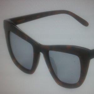 Vera Wang Accessories - Vera Wang butterfly sunglasses
